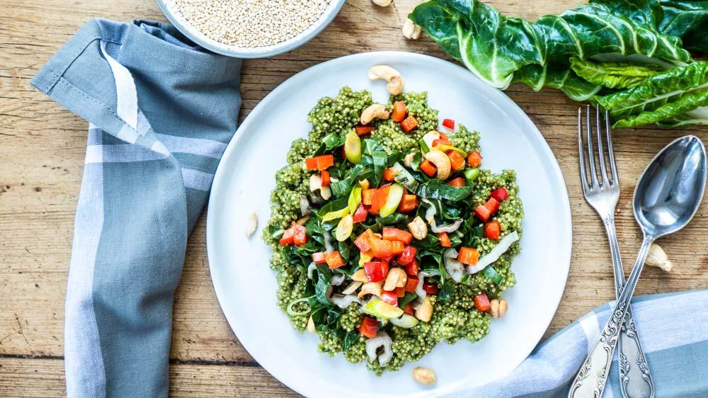 Bild von Grüner Quinoa mit Mangold, Zitrone und Cashewkernen