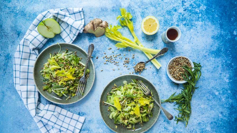 Bild von Salat mit Staudensellerie, Granny Smith, Gurke und Estragon