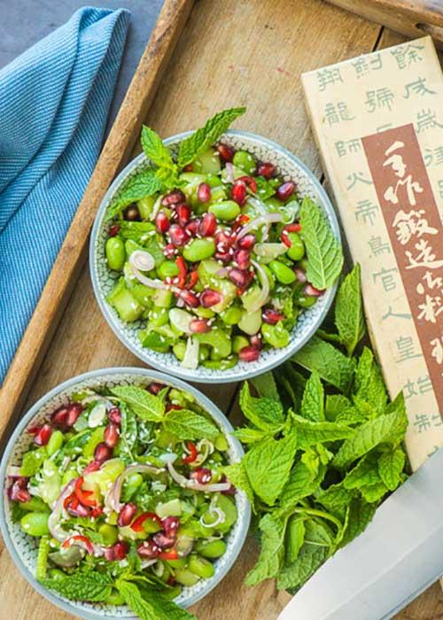 Bild von Staudensellerie Salat mit Edamame Zitronengras und Granatapfel
