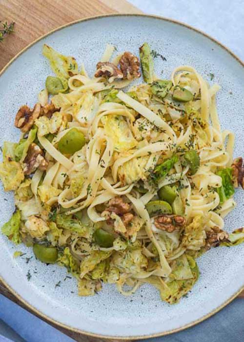 Bild von Tagliatelle mit Wirsing Walnüssen und grüner Olive