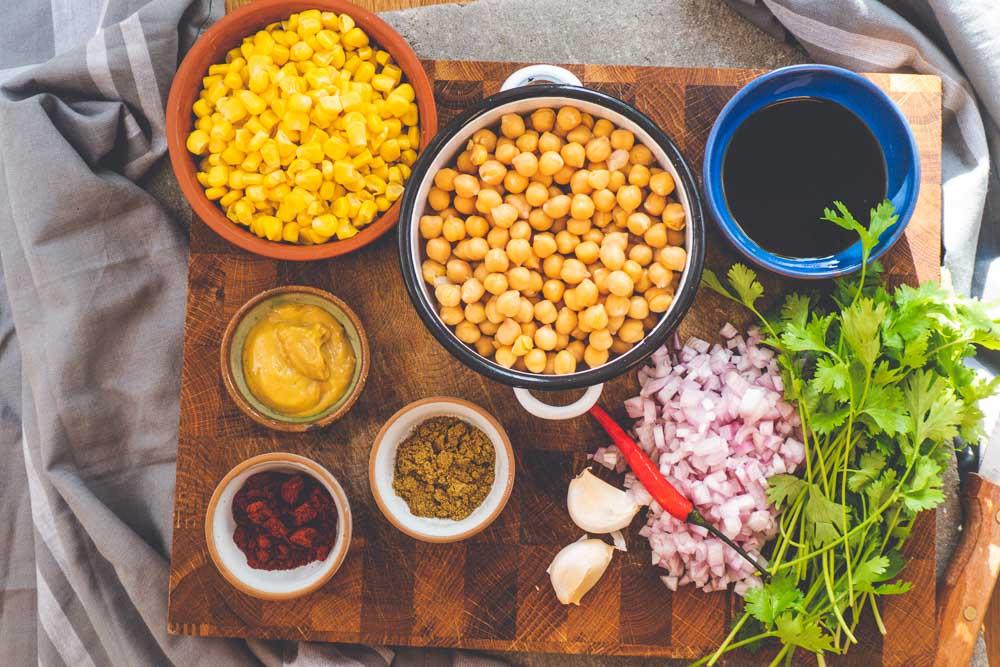 Bild von Veganer orientalischer Burger mit Tomatenchutney Kichererbse und Minze