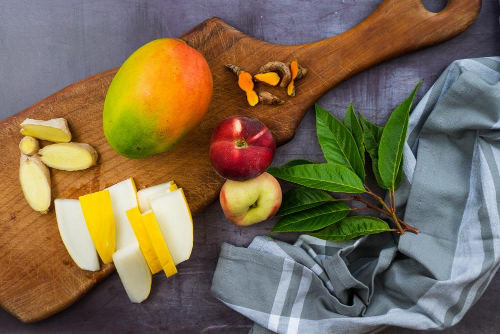 Bild von Gelber Smoothie mit Honigmelone Kurkuma und Mango