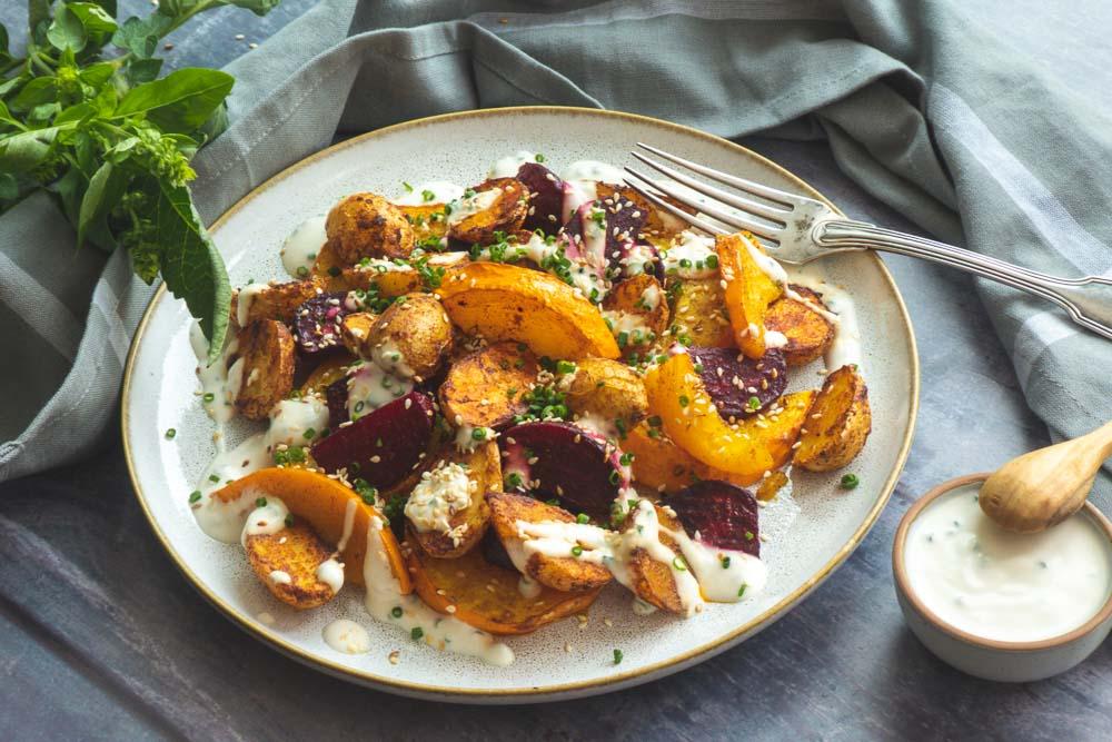 ofengemüse-kürbis-rote-bete-kartoffeln-kräuterschmand
