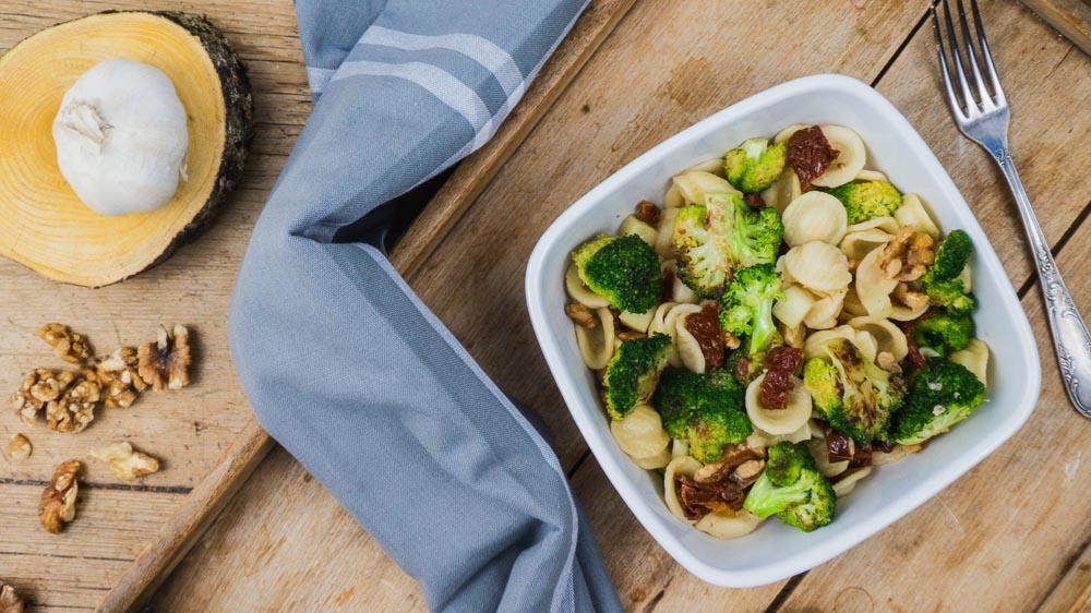 Bild von Orecchiette mit Brokkoli getrockneten Tomaten und Walnüssen