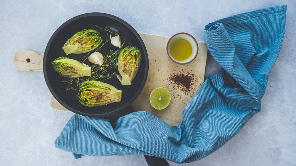 rigatoni-erbsen-salbei-gebratenen-salatherzen