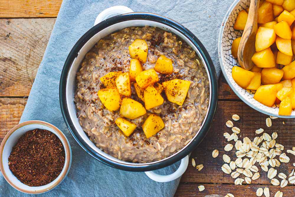 veganes-chai-porridge-mit-apfel