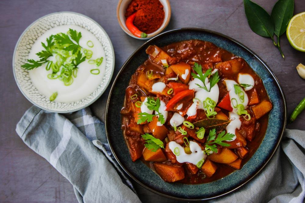 kartoffelgulasch-paprika-kümnel-zitrone